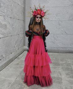 Mexican Halloween Costume, Soirée Halloween, Halloween Inspo, Halloween Makeup Looks, Couple Halloween Costumes, Halloween Outfits, Ivy Costume, Doll Costume, Costume Dress