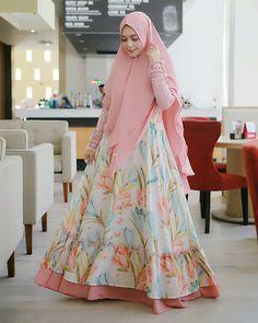 Image may contain: 1 person, standing Modern Hijab Fashion, Muslim Women Fashion, Abaya Fashion, Fashion Dresses, Dress Outfits, Dress Up, Islamic Fashion, Pink Dress, Modest Dresses