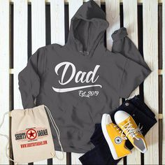 22bcd4db Men's Dad Hoodie Gift EST. 2019 New Baby Reveal Idea Gift Sweatshirt  Pullover. Sarah Eldred · Father's Day Shirts