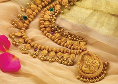Best price jewellery set by PNG - Pune's top Jewellers Gold Temple Jewellery, Indian Wedding Jewelry, India Jewelry, Indian Bridal, Gold Necklace Simple, Gold Jewelry Simple, Gold Bangles Design, Gold Jewellery Design, Antique Jewellery