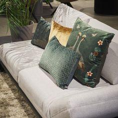 Claudi Assane Sierkussen 45 x 45 cm kopen? shop bij fonQ! Scatter Cushions, Throw Pillows, Design Trends, Loft, Living Room, Interior Ideas, Decoration, Gallery, Accessories