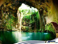 ¡Descubre la majestuosidad de #México! Visita el Cenote Ik-kil en Chichen Itzá. #Viajes #Destinos
