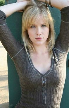 """Jessy Schram From 'Mad Men' Makes Men Go Mad (5/10) 