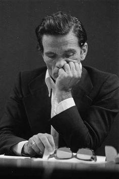 Pier Paolo Pasolini - Italian film director, poet, writer and intellectual. Photo by Letizia Battaglia Paul Verlaine, Pier Paolo Pasolini, Michelangelo Antonioni, Marx, Cinema, Film School, Pose, Book Writer, Well Dressed Men