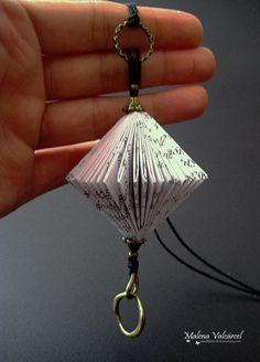 Livre Art collier Bijoux de papier altéré par MalenaValcarcel