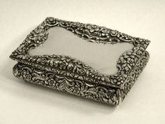 ANTIQUE VICTORIAN SILVER TABLE SNUFF BOX BIRMINGHAM 1837 John Bull Antiques JB Silverware www.antique-silver.co.uk New Bond St, London, UK Antique Silver & Gifts