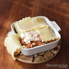 A classic lasagna recipe! This mini lasagna is made with just 2 lasagna noodles and layered with meat, cheese, and sauce. Baked in a small baking dish, this lasagna is the perfect amount to serve one or two people. Kitchen Dishes, Kitchen Recipes, Food Dishes, Cooking Recipes, Pasta Dishes, Food Food, Main Dishes, Mini Lasagne, Homemade Lasagna Recipes