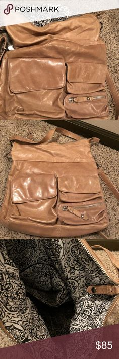 HOBO Large Crossbody Awesome HOBO Crossbody bad! Can be used over the shoulder as well! Holds a large amount of items and has only been worn once! Great for traveling! HOBO Bags Crossbody Bags