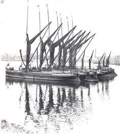 Sailing Barges Wooden Sailboat, Old Sailing Ships, Vintage Boats, Strange Photos, Wooden Ship, Sail Boats, Sail Away, River Thames, Motor Boats