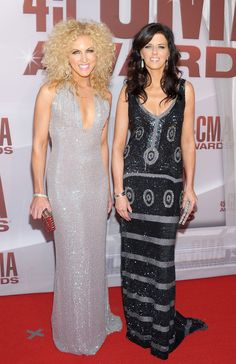 Another photo of Kimberly Schlapman of Little Big Town rocking her beautiful curly hair!!!!