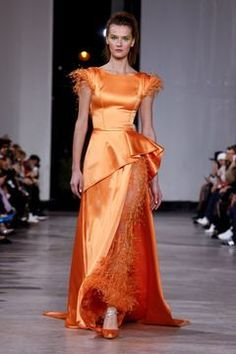 Discover NOWFASHION, the first real time fashion photography magazine to publish exclusive live fashion shows. Georges Chakra, Couture Fashion, Runway Fashion, Fashion Show, Gowns Couture, Beautiful Gowns, Beautiful Outfits, Amazing Outfits, 1920s Dress