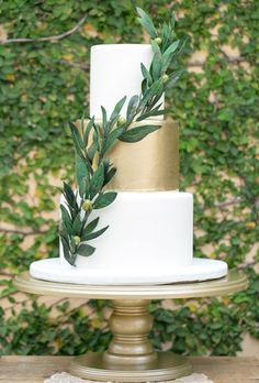 Metallic-Wedding-Cakes-Amalie-Orrange-Photography.jpg