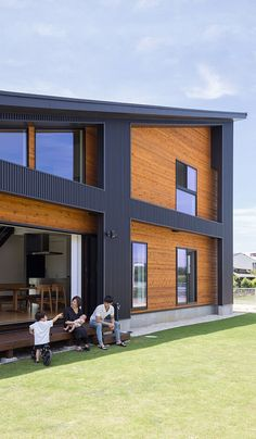 Modern residence from Clasis Home Japanese Home Decor, Japanese House, Asian Architecture, Container Buildings, Shed Homes, Industrial House, California Style, Black House, House Colors