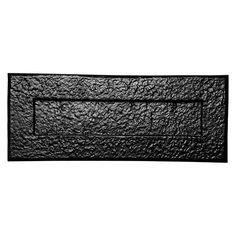 Je voelt de structuur van deze hand gesmeden brievenbus/ briefplaat. Een aanwinst voor een authentieke boerderij deur of een mooie ongelakte houten deur. Maat: 349x127 mm