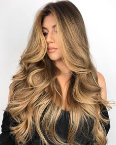 Honey blonde is a popular shade now. These 20 honey blonde hair ideas will inspire your next hair color change! Honey Blonde Hair Color, Honey Blonde Highlights, Blonde Curly Hair, Honey Hair, Brown Blonde Hair, Blonde Color, Blonde Balayage, Honey Coloured Hair, Blonde Hair Honey Caramel