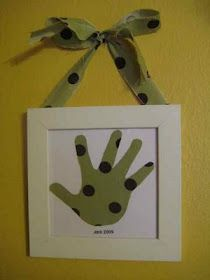 Love this idea for a fun craft to do with your kids and then use it as a gift!  :)