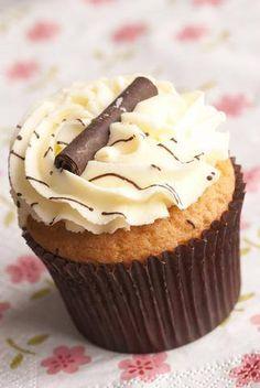 Prático, fácil e delicioso. Uma opção para a alegria imperar também no Dia das Crianças. - Aprenda a preparar essa maravilhosa receita de Cupcake Básico