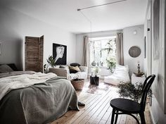 It's no secret that I love studio apartments. I love the cozy feeling and it's nice to see what people can create in a small space. This studio apartment is a wonderful combination of Scandinavian des
