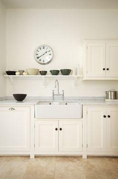 deVOL : des cuisines anglaises d'inspiration shaker Cream Shaker Kitchen, Devol Shaker Kitchen, Devol Kitchens, Kitchen Cabinetry, Home Kitchens, Dream Kitchens, Country Kitchen, New Kitchen, Kitchen Dining
