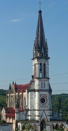 Santuario de Guadalupe o Iglesia de los jarritos Cuetzalan Puebla... realizada por el mismo arquitecto que realizó el santuario de la virgen de Lourdes en Louvre París!! Violet Le Due