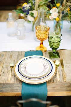 #place-settings, #gold, #glasses, #silverware, #chargers, #flatware  Photography: Birds of a Feather - birdsofafeatherphoto.com/ Event Design + Planning: Orange Blossom Special Events - orangeblossomspecialevents.com Floral Design: Peony & Plum - peonyandplum.com  Read More: http://www.stylemepretty.com/2013/06/21/van-gogh-inspired-shoot-from-orange-blossom-special-events-birds-of-a-feather/