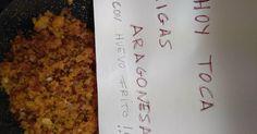 """Fabulosa receta para Migas aragonesas. Esta receta con sus pequeñas variaciones se come en todo Aragón, desde el Pirineo en Huesca hasta el Matarraña en Teruel, pasando por Zaragoza. He usado unos trozos de panceta en lugar de los """"sebicos de ternasco"""" de la receta original, pero el resultado ha sido inigualable."""