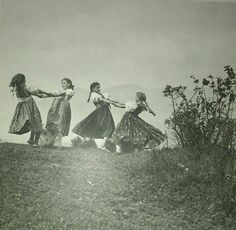 Liptovske Sliace Vintage Photographs, Vintage Photos, Acrylic Portrait Painting, Folk Dance, Folk Fashion, Historical Pictures, Old World, Folk Art, Art Photography