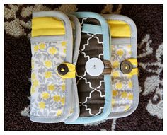 Girl's Survival Kit - DIY emergency clutch from a potholder. Very clever! Sewing Crafts, Sewing Projects, Sewing Tutorials, Fabric Crafts, Sewing Patterns, Cute Crafts, Crafts To Do, Craft Gifts, Diy Gifts