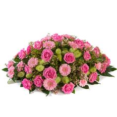 Flamingo Biedermeier roze roos www. Creative Flower Arrangements, Funeral Flower Arrangements, Christmas Floral Arrangements, Funeral Flowers, Memorial Flowers, Cemetery Flowers, Rose Centerpieces, Sympathy Flowers, Arte Floral