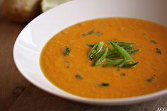 Thaiinspirert gulrotsuppe - Enestående Mat Thai Red Curry, Ethnic Recipes, Food, Cilantro, Essen, Meals, Yemek, Eten