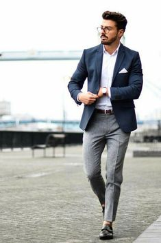 Blazer outfits men · how to: men's transitional workwear smart casual männer, work casual, classy casual, Blue Blazer Outfit Men, Blazer Outfits Men, Mens Fashion Blazer, Mens Fashion Blog, Fashion Mode, Suit Fashion, Work Outfits, Casual Blazer, Navy Blazer Men