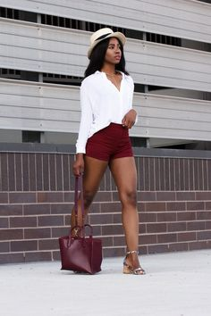 Understated chic; a chic yet comfortable look. For those cool summer days, a walk in the city and enjoying your last summer days. Auneetuh