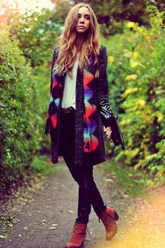 Skinnbrallor, Vero Moda. Boots, Topshop. T-shirt, Acne. Kappa, Issue 1.3/Nelly. Skärp & sjal, Urban Outfitters.(image:lisaplace)