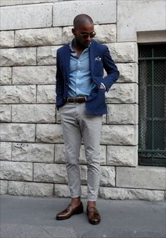 grey chinos with oxford Blazer Outfits Men, Grey Chinos, Grey Pants, Style Masculin, Look Man, Casual Wear For Men, Men's Fashion Brands, Fashion Trends, Mens Attire