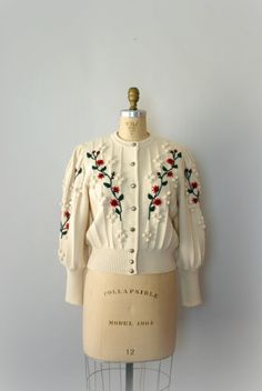 Vintage Austrian Winter Wool Cardigan Ivory Knit w. Flowers