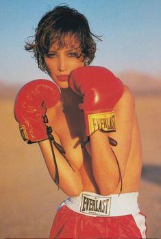 "niuniuyork: ""Christy Turlington by Sante D'Orazio for Vogue Spain, 1991 "" Grunge Fashion, Retro Fashion, 90s Fashion, Vintage Fashion, Fashion Models, Tumblr, Empire, Vogue Editorial, Vintage Versace"