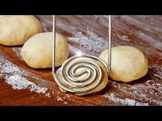22 BAKING HACKS ANYONE CAN MAKE Baking Basics, Baking Tips, Baking Hacks, Food Hacks, Baking Recipes, Just Desserts, Dessert Recipes, Desserts With Biscuits, Pastry Design