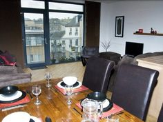 EDINBURGH CITY CENTRE APARTMENT, FREE PARKING WITH LIFT, 4 STAR STB -  From £97 Nightly - 2 Bedroom holiday apartment sleeps 4, Central Edinburgh, near Playhouse Theatre -