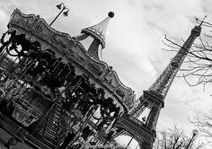 HiP Paris, Malou Lasquite, Paris with a toddler - Eiffel Tower at a tilt!