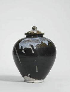 A phosphatic-splashed jar and cover, Tang dynasty