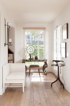 View the portfolio of interior designer Rose Tarlow Melrose House in Los Angeles, CA Console Table Living Room, White Console Table, Modern Console Tables, Best Interior, Luxury Interior, Luxury Furniture, Melrose House, Interior Design Portfolios, Beautiful Interiors