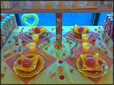 Décoration de table rose et jaune, vitaminée pour un baptême ou un anniversaire ! Voir d'autres idées déco sur : http://www.boutique-jourdefete.com/blog/actualite-des-magasins/idees-de-decoration-de-table/