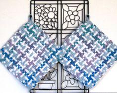 GK's Kitchen - 00104 - One Pair Jumbo Blue and White Plaid Potholders. Potholder Loom, Potholder Patterns, Dishcloth, Pin Weaving, Inkle Weaving, Weaving Projects, Knitting Projects, White Plaid, Blue And White