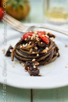 Cardamomo&co.: Pasta al nero di seppie, pomodorini e ... un pugno di mandorle!