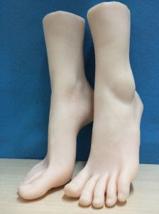 Silicone women feet model, hight-end showcase foot model  Material: Silicone +build-in bone sku: sff3700 Size: 37 (China) Unit: Pair Color: Skin color Bone: In foot body (fixed anke), no bone in the toes