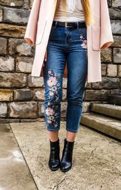 Hello all the lovely people! If you love to follow trends I am pretty sure you came across the embroidery, it's everywhere. This is one of my favorite trends so far. For this look the main piece a…