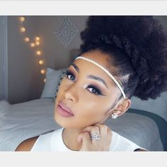 Holiday play 🎄🎇- New vid on this look (hair and makeup) on the mns yt channel,  check it out 👀📷🎥 #naturalhair