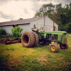 Antique Tractors, Vintage Tractors, Vintage Farm, Old John Deere Tractors, Future Farms, Mean Green, Farm Life, Farming, Monster Trucks