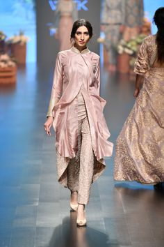 SVA by Sonam & Paras Modi at Lakmé Fashion Week summer/resort 2019 Couture Mode, Couture Fashion, Runway Fashion, Fashion 2020, Fashion Women, Lovely Dresses, Stylish Dresses, Fashion Dresses, Lakme Fashion Week