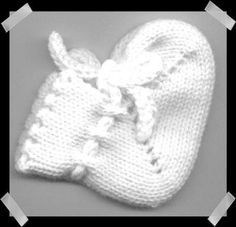 32 Ideas For Knitting Patterns Quick Baby Booties Diy Purse Patterns, Baby Patterns, Baby Boots Pattern, Knitting Help, Knitting Machine Patterns, Yarn Bag, Baby Boy Hats, Knitted Baby Blankets, Baby Booties